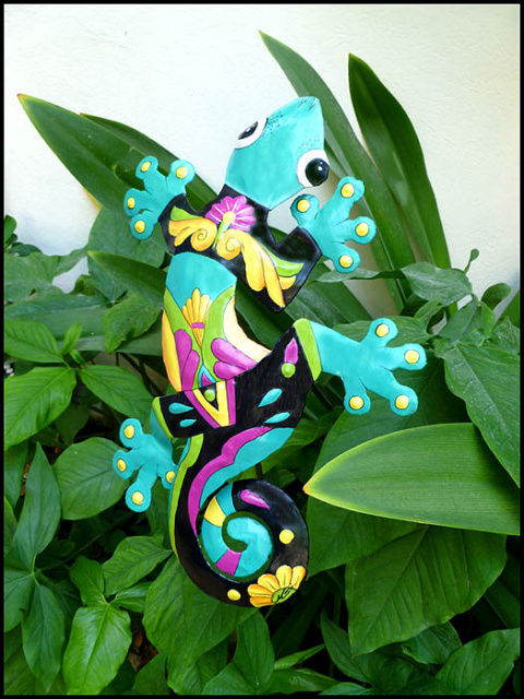 Painted metal gecko plant stake